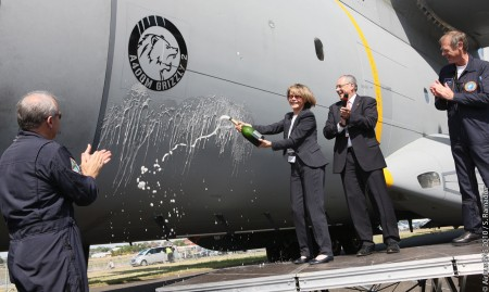 Catherine Maunoury baptise l'Airbus A400M Grizzly
