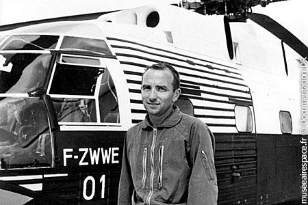 Jean Boulet devant le propotype du SNCASE SE-3210 Super Frelon 01 F-ZWWE