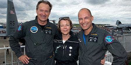 Solar Impulse | Catherine Maunoury et Bertrand Piccard sur les terrasses du musée